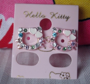 my first pink hello kitty earrings :)